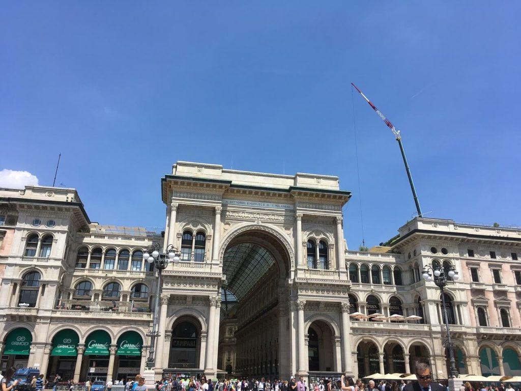 ヴィットーリオ・エマヌエーレ2世のガッレリアの入口