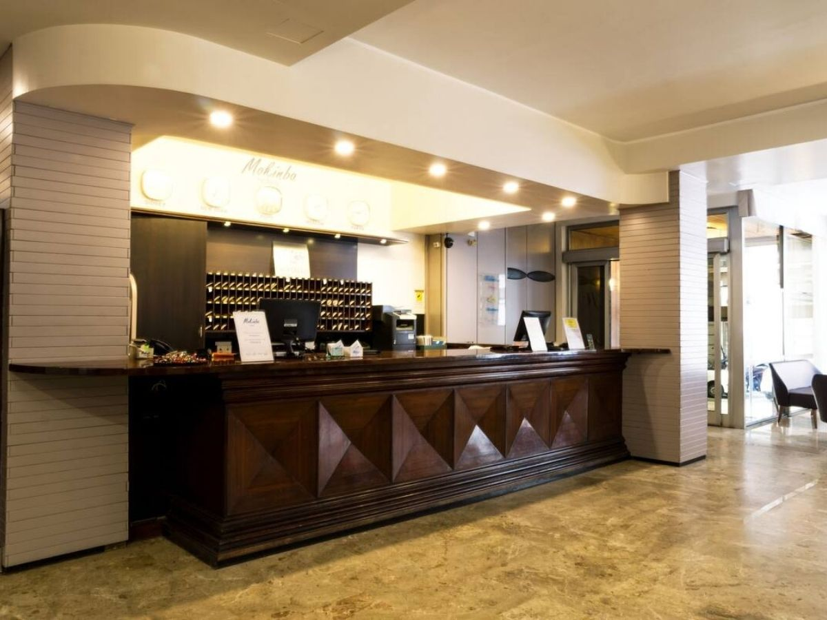 モキンバ ホテル クリスタロのフロント