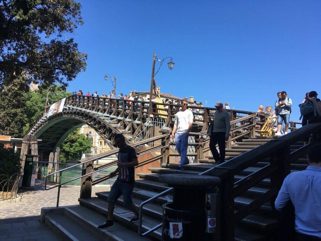 アッカデーミア橋