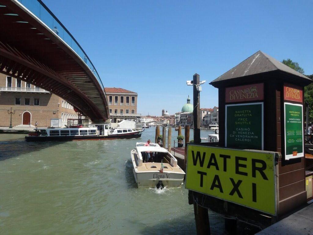 ヴェネツィアの水上タクシー