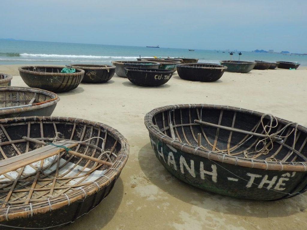 ミーケービーチにあった丸船