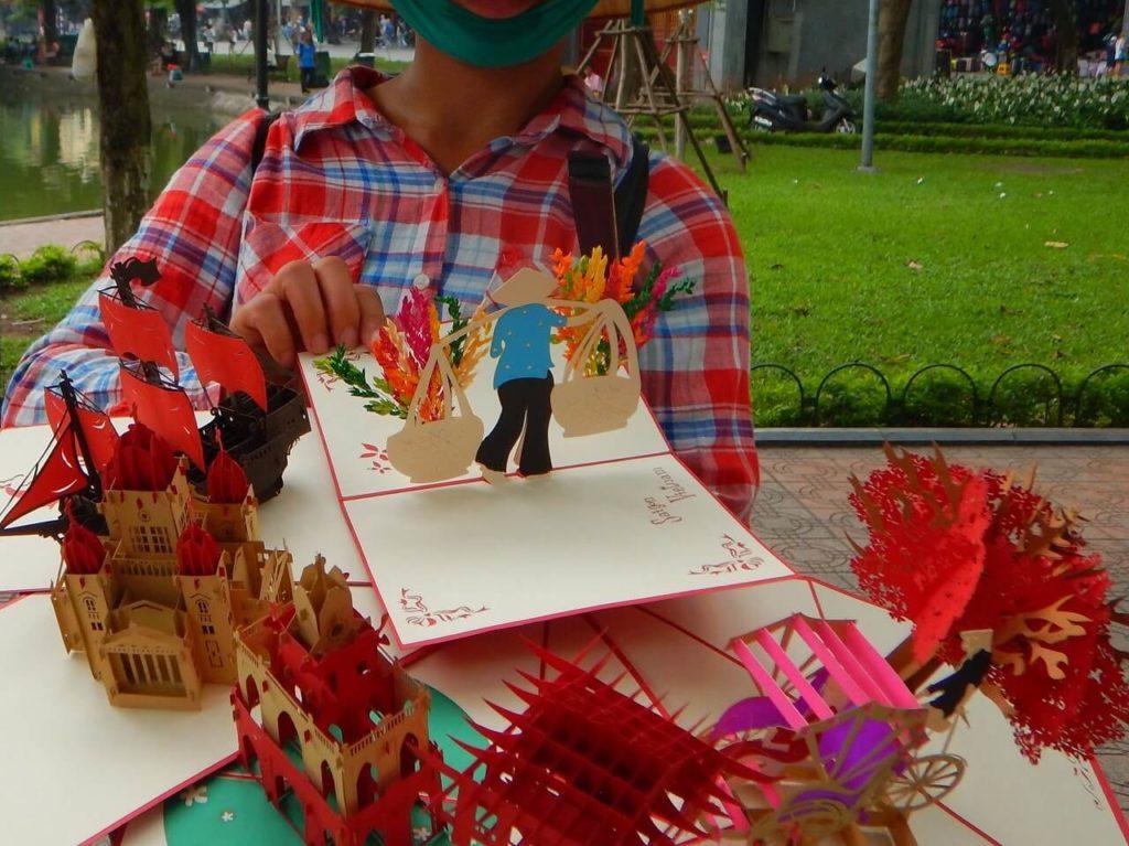 ベトナム土産の切り絵