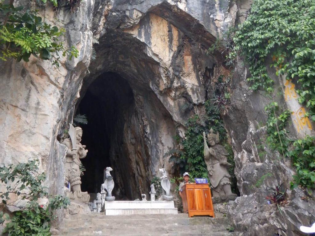 アンフー洞窟の入口