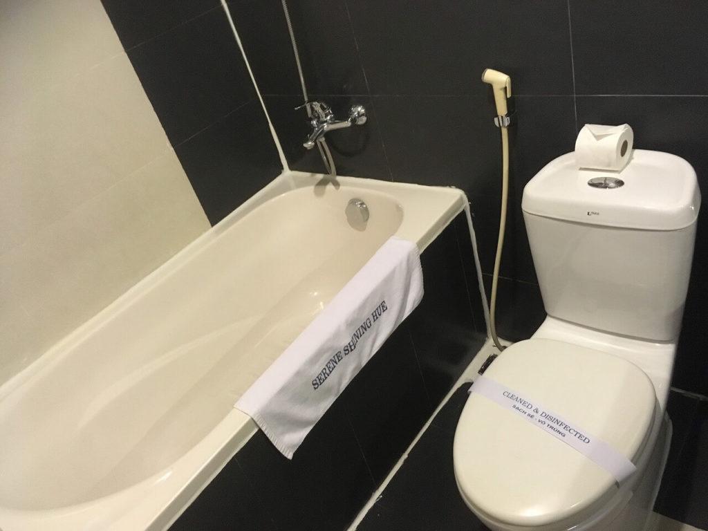 フエ セレーネ シャイニング ホテルのバスルーム
