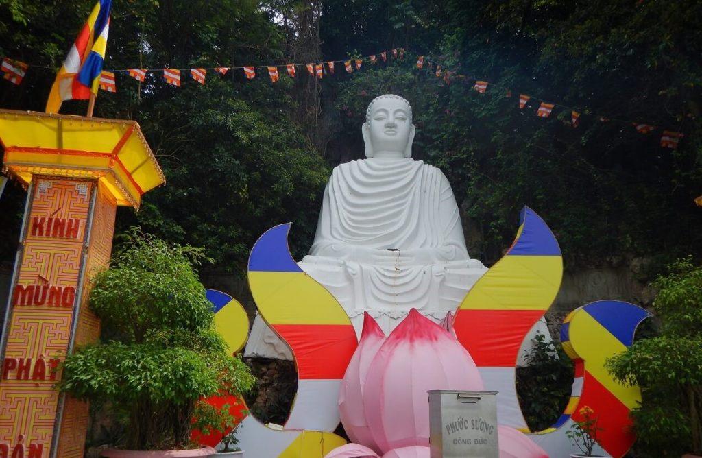 五行山で一番大きな大仏様