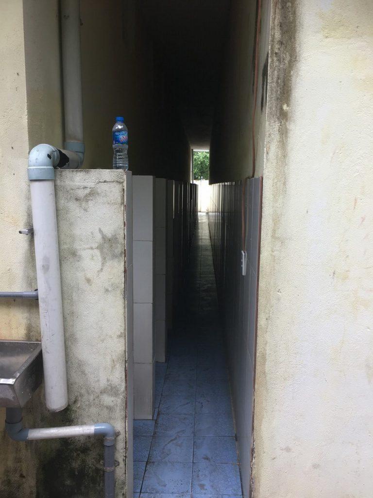 リンウン寺の男子トイレ