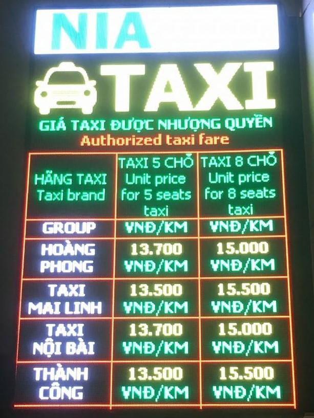 ノイバイ国際空港タクシー看板