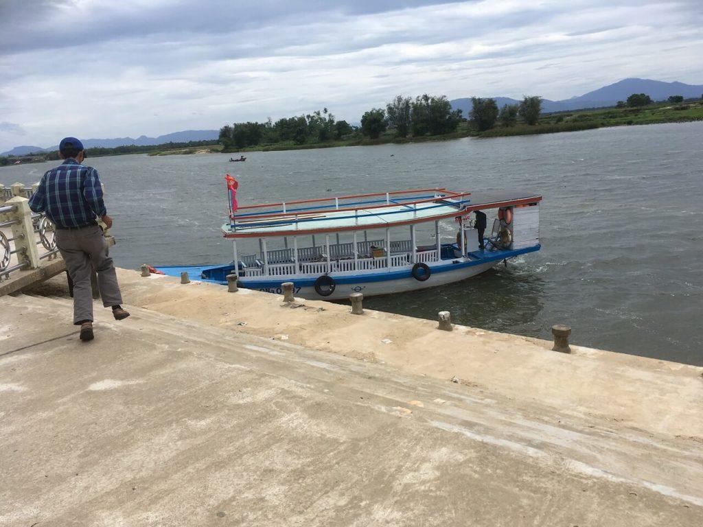 ミーソン遺跡へのツアーボート