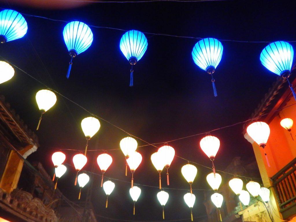 ホイアンのランタンの街並みのライトアップ