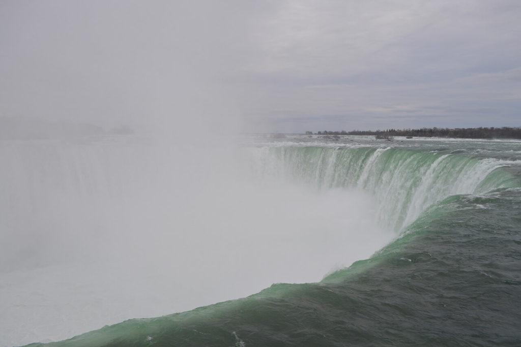 ナイアガラ滝の水しぶき