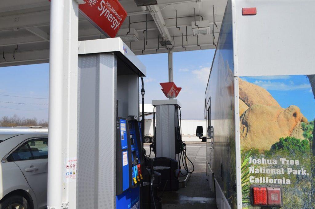 ニューヨーク州でのガソリンスタンド