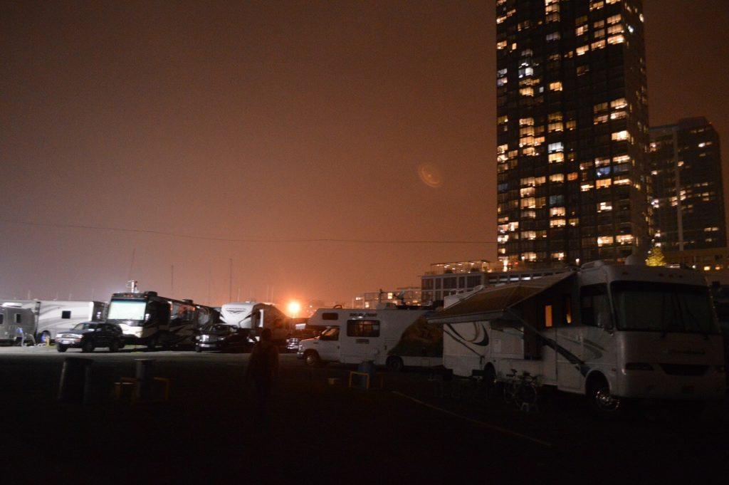 リバティ・ハーバーRVパークの夜