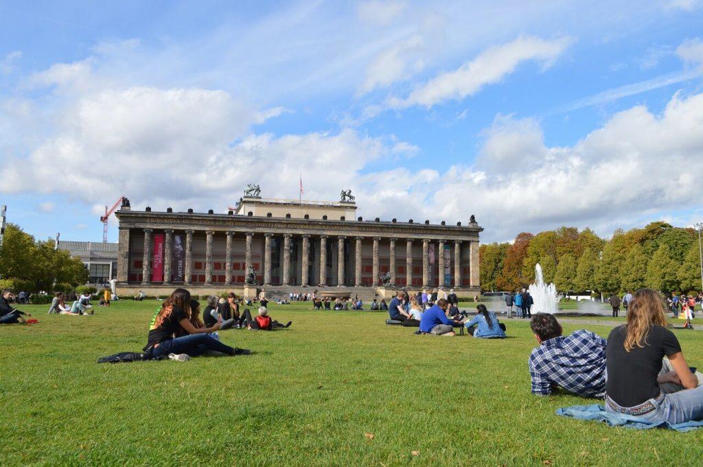 ルストガーデンと旧博物館