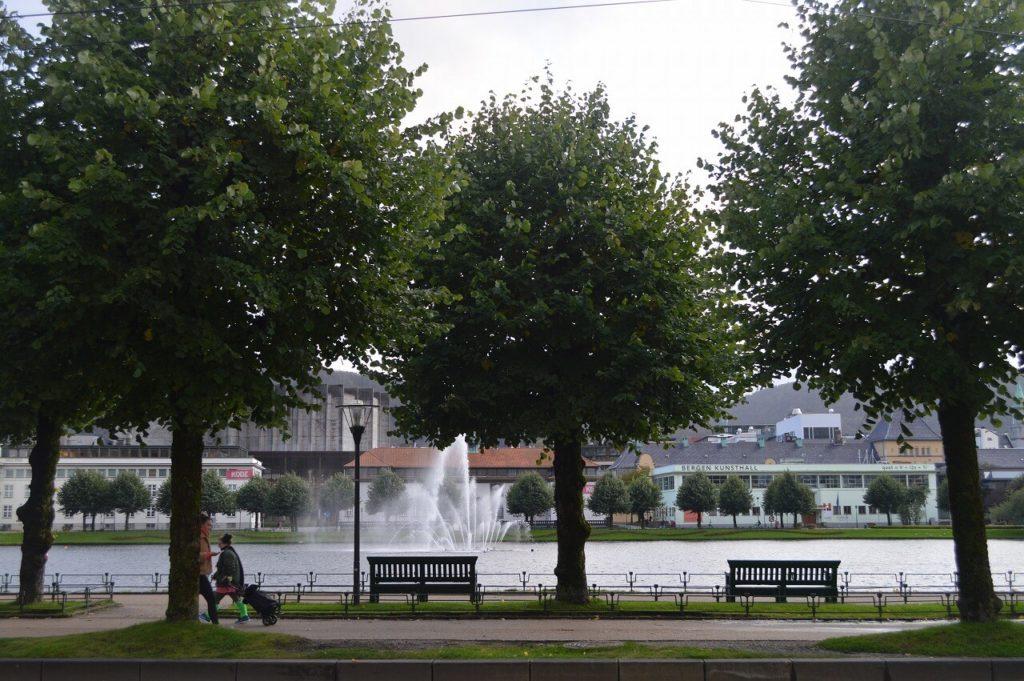 ノルウェーのベルゲンにある噴水公園(Sprøytegutten)