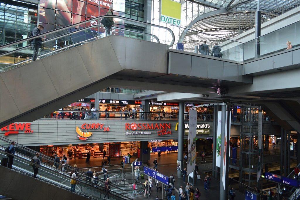 ベルリン中央駅のコンコース