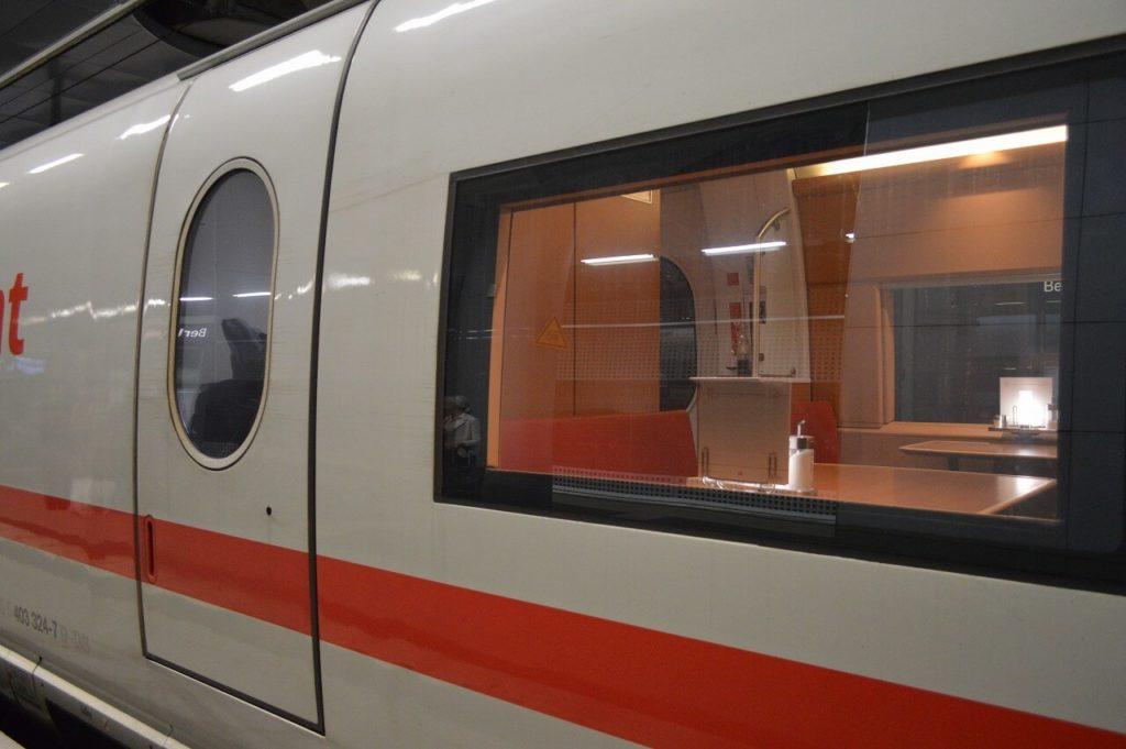 ベルリン電車の食堂車両