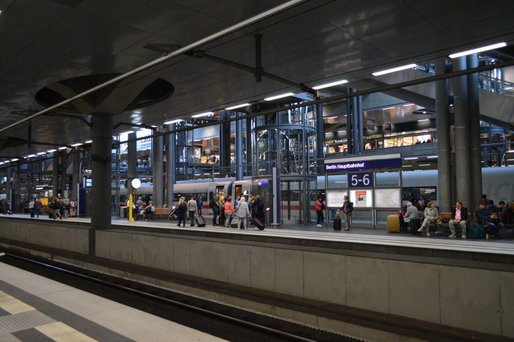 ベルリン中央駅のプラットフォーム