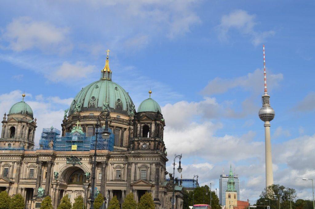 ベルリン大聖堂とテレビ塔