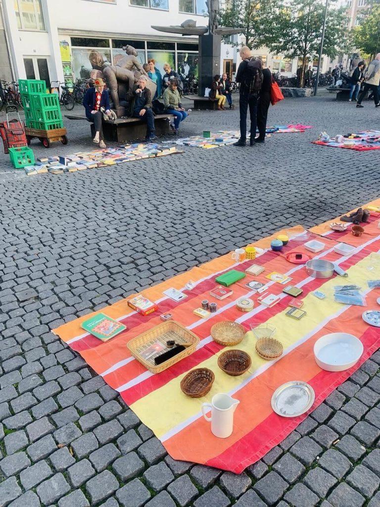コペンハーゲンのクリスチャンハウンズ広場で行われているフリーマーケット