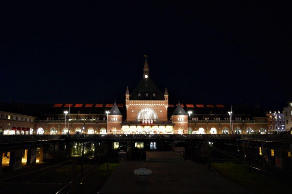 夜のコペンハーゲン中央駅
