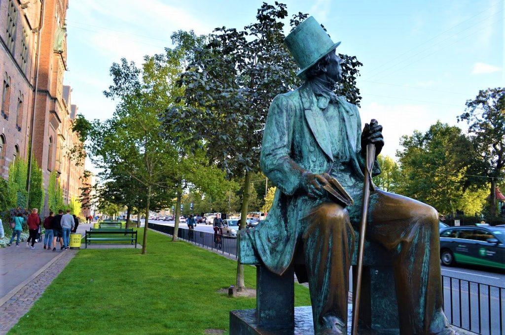 コペンハーゲンにあるアンデルセンのブロンド像