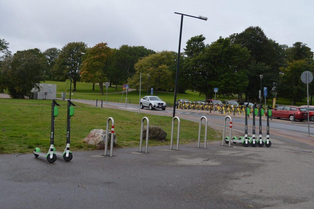 ヘルシンキにあった電動スクーター「LIME」