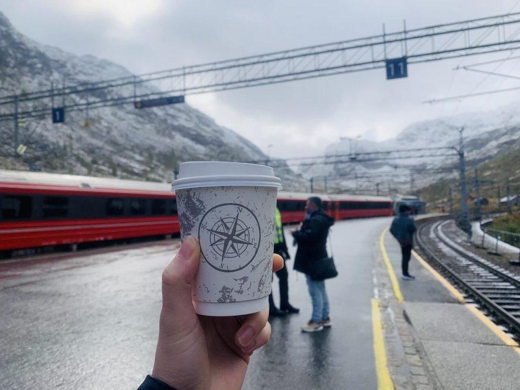ミュルダル駅でコーヒータイム
