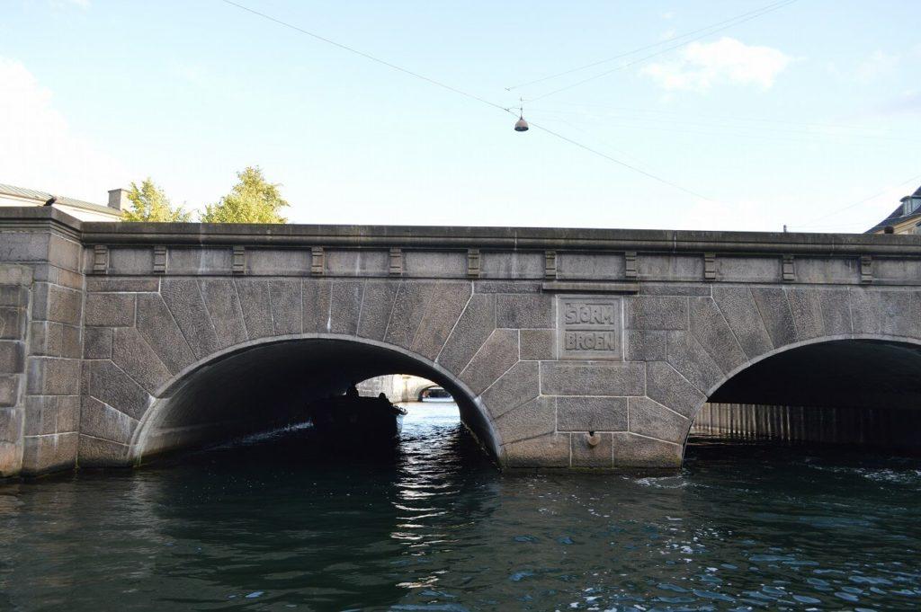 コペンハーゲンのキャナルツアーで通過する橋
