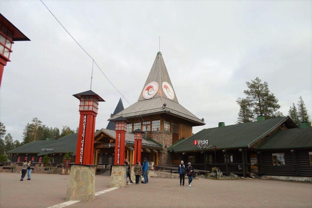 フィンランドのロヴァニエミにあるサンタクロース村