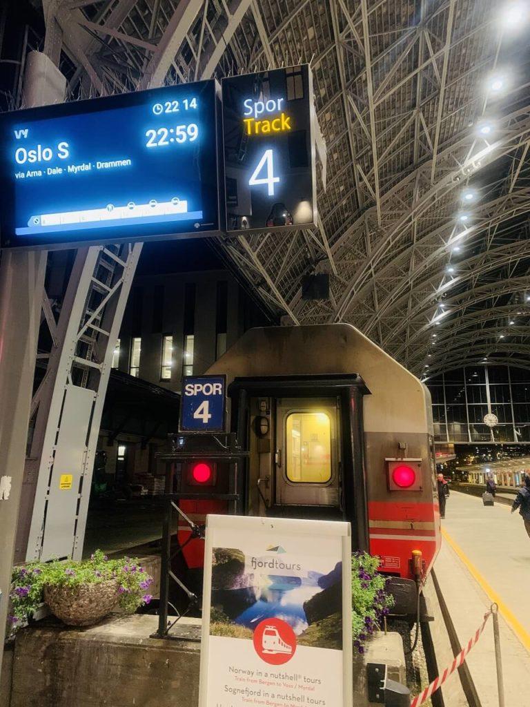 ノルウェーのベルゲン駅の夜行列車