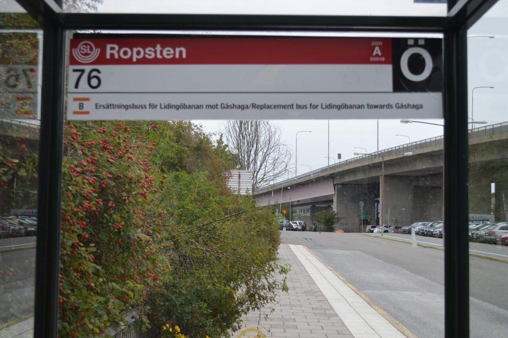 ストックホルムの地下鉄ロプスタン駅のバス乗り場