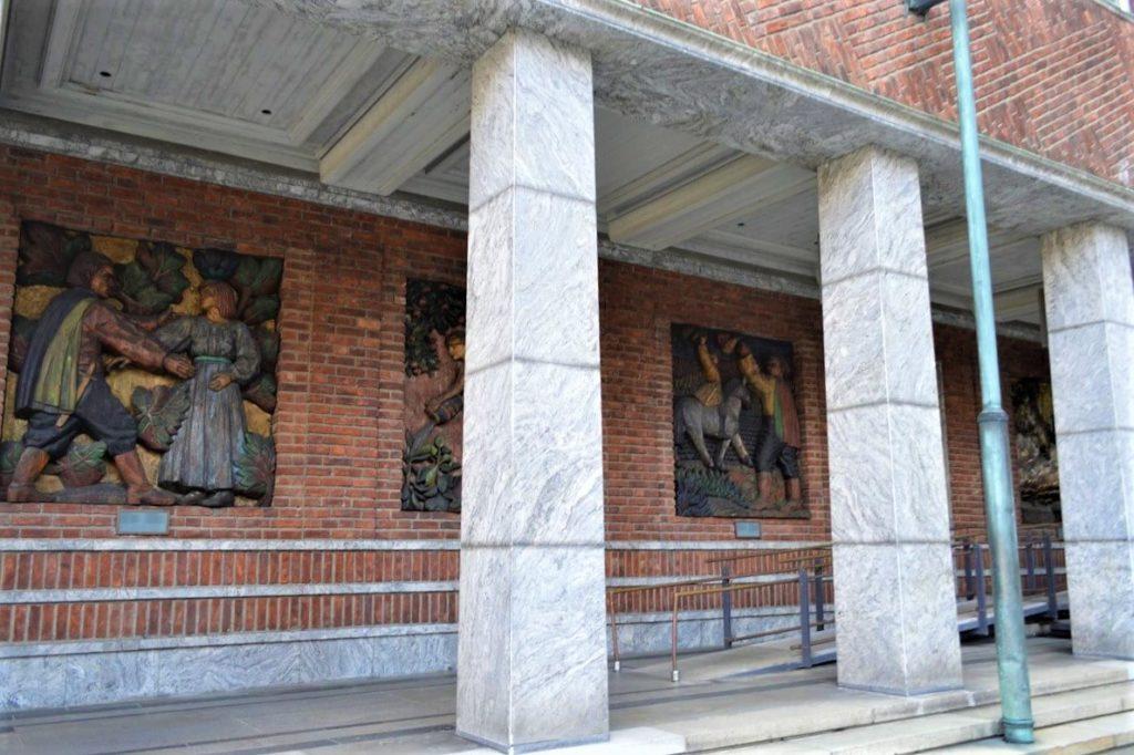 オスロ市庁舎の壁画