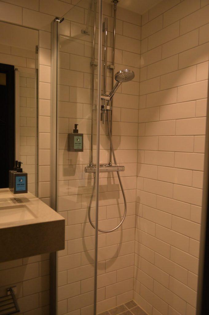 コンフォート ホテル エクスプレス ストックホルム セントラルのバスルーム
