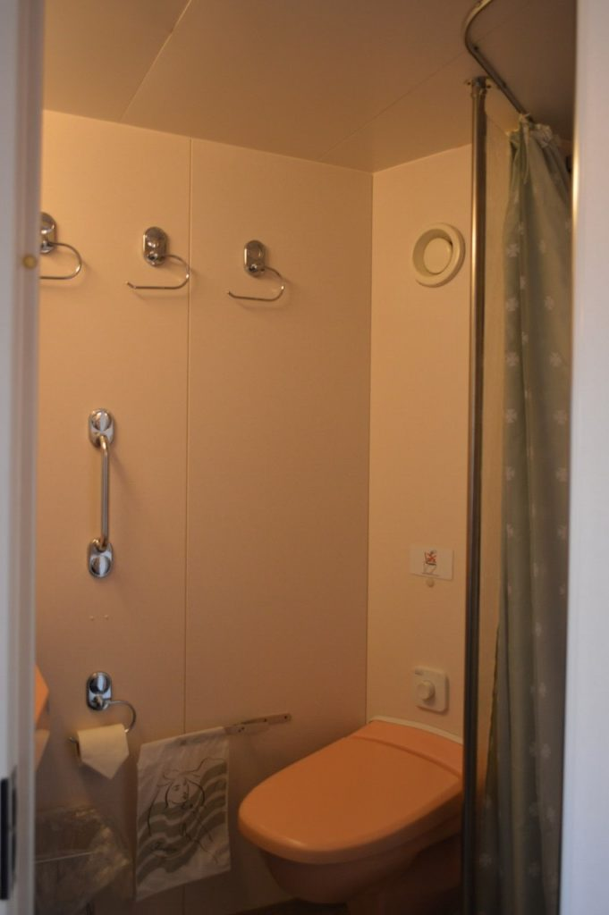 DFDSフェリーの客室バスルーム