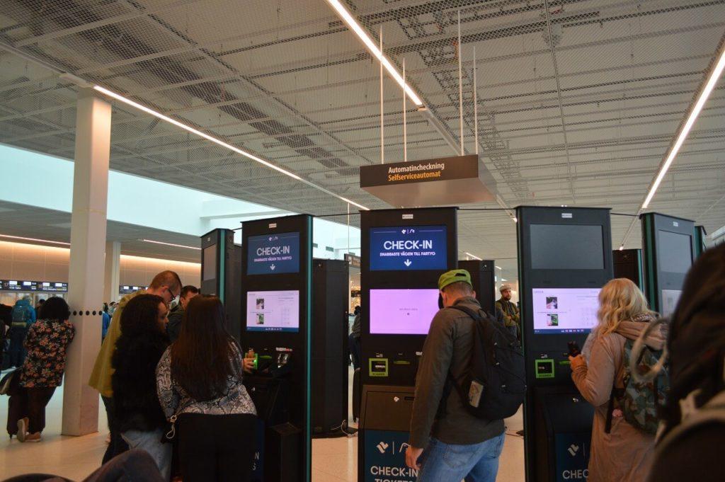 シリアラインのフェリーターミナルの自動チェックイン機