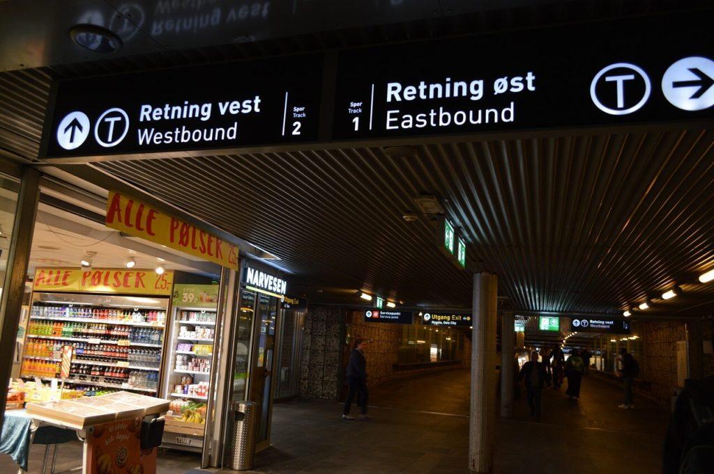 地下鉄の駅Jernbanetorgetにあるキオスク