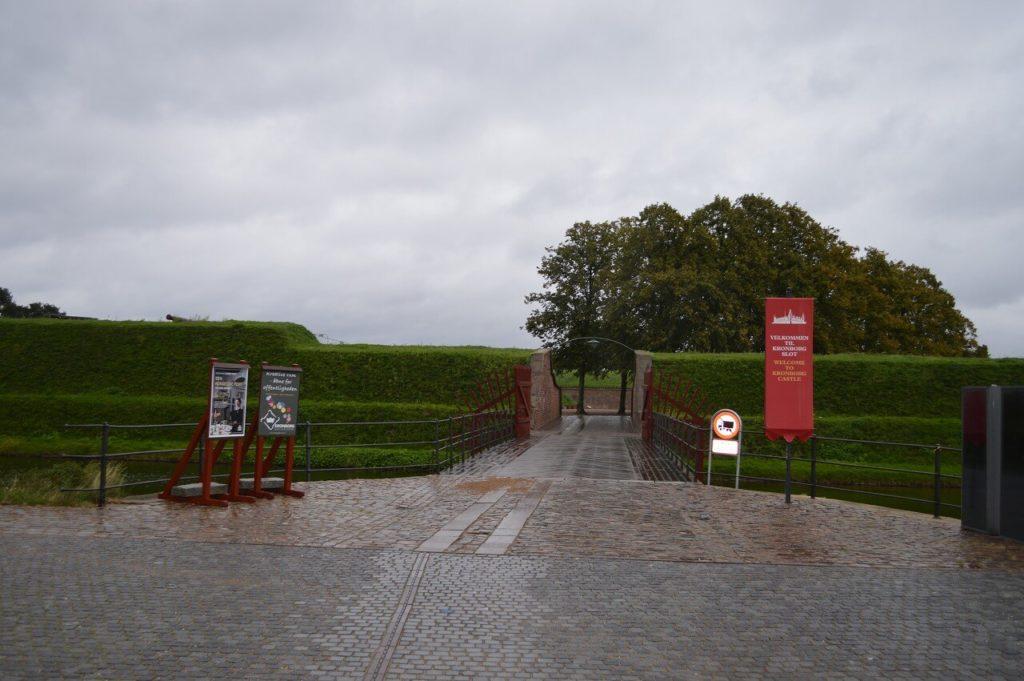デンマークのクロンボー城入口