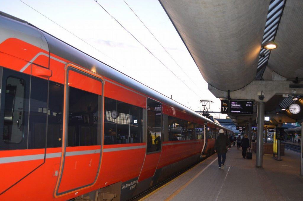 オスロ駅からイェーテボリ行きの電車