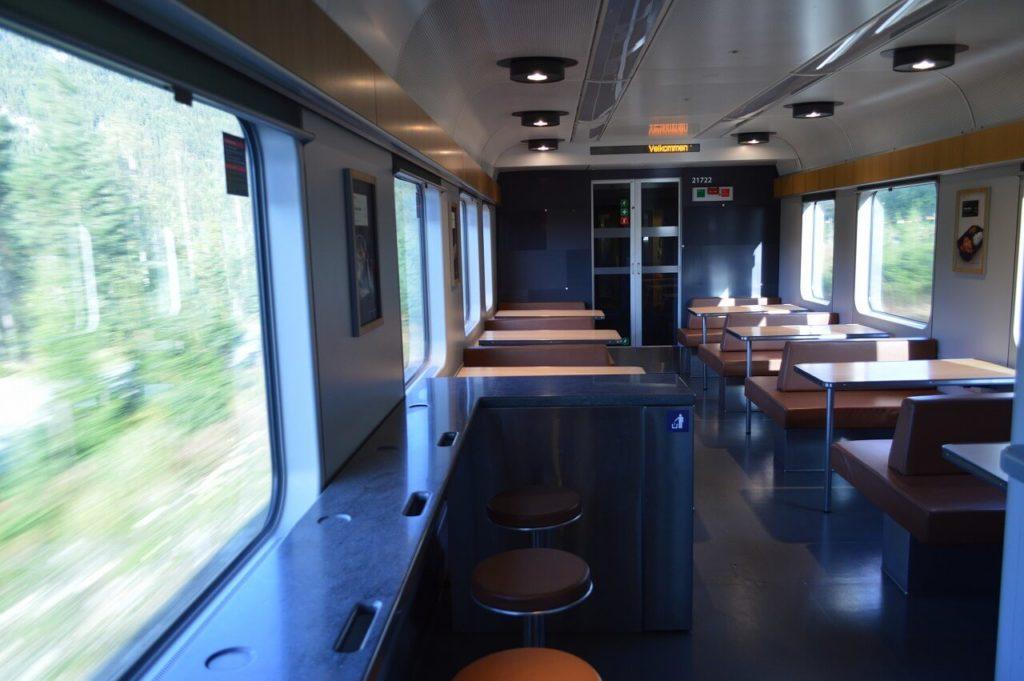 オスロ電車の食堂車