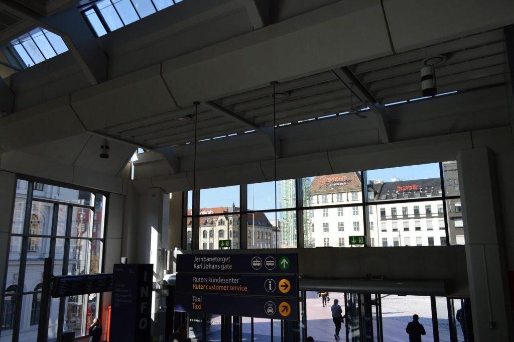 地下鉄の駅Jernbanetorgetへのアクセス