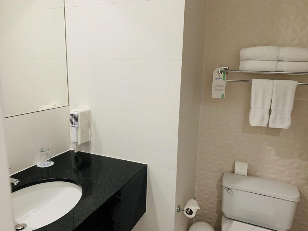 コスタ デル ソル ウィンダム リマ エアポートのバスルーム