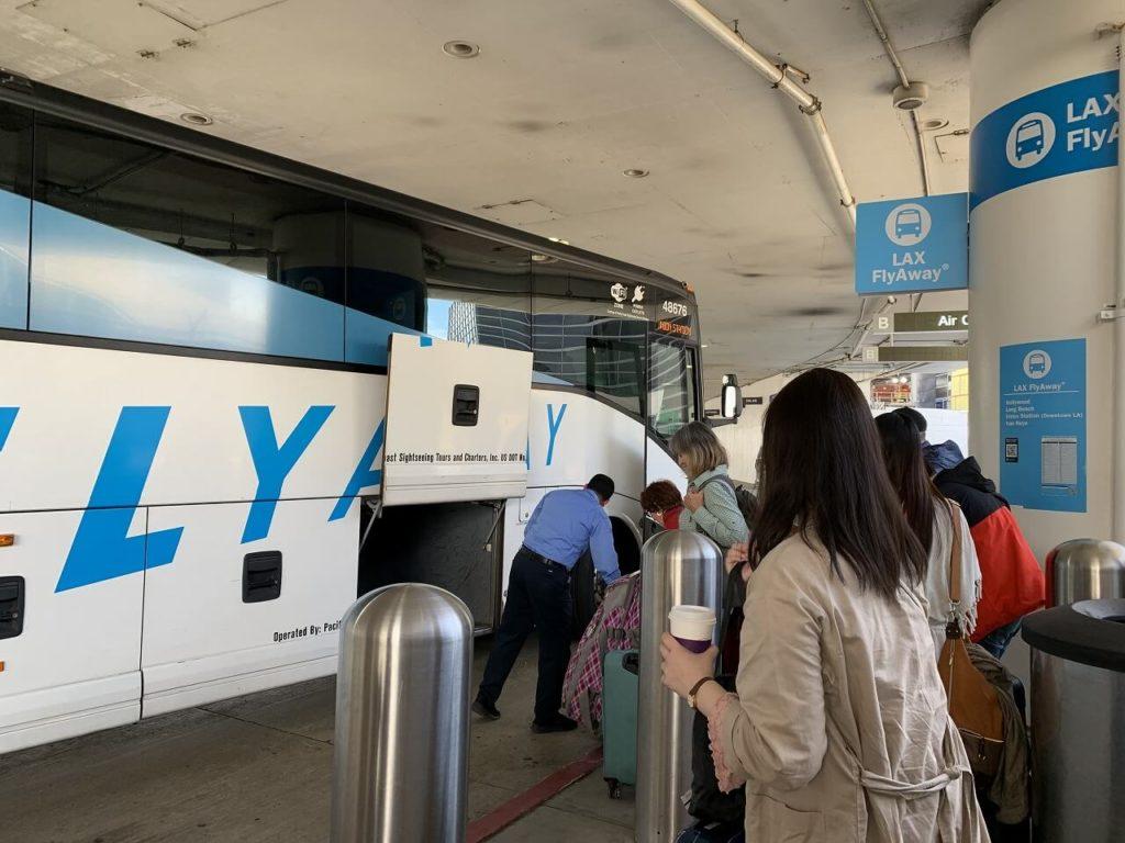 ロサンゼルスの観光バス「FLYAWAY」