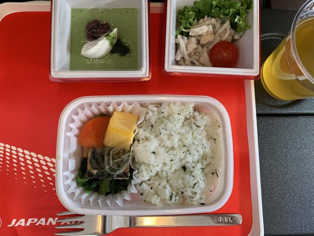 金浦国際空港から羽田空港間の機内食