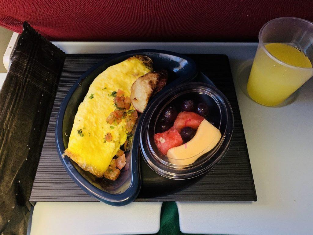 ロサンゼルスからラリマの飛行機での朝ごはん