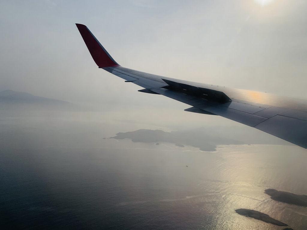 ロサンゼルスからラリマの飛行機