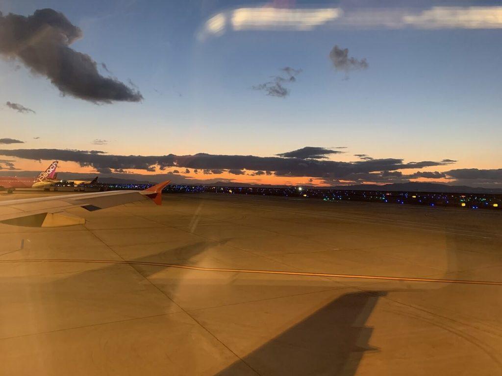 韓国行の飛行機の車窓からの景色
