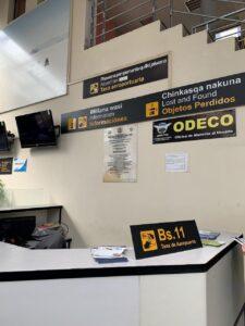 ウユニのインテルナシオナル・ラ・ホヤ・アンディナ空港の空港税カウンター
