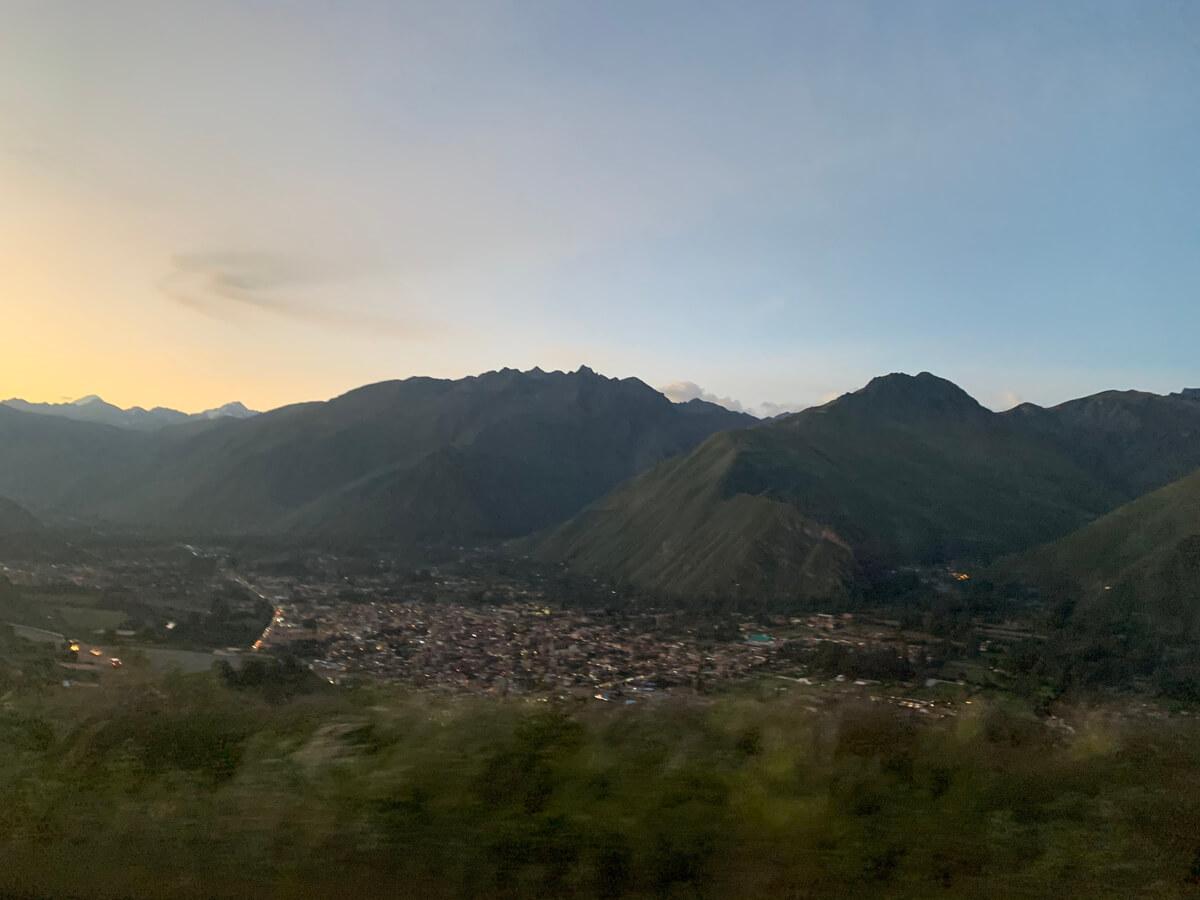 マチュピチュからの帰り道に見えたアンデス山脈