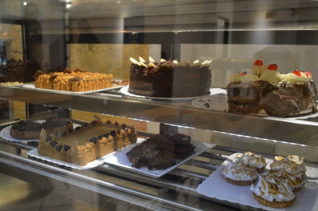 エル・カラファテ市内のカフェ