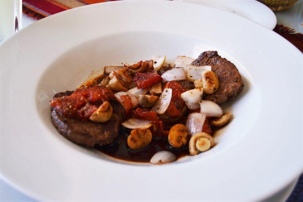 ルナサラダのホテルランチ『リャマ肉』